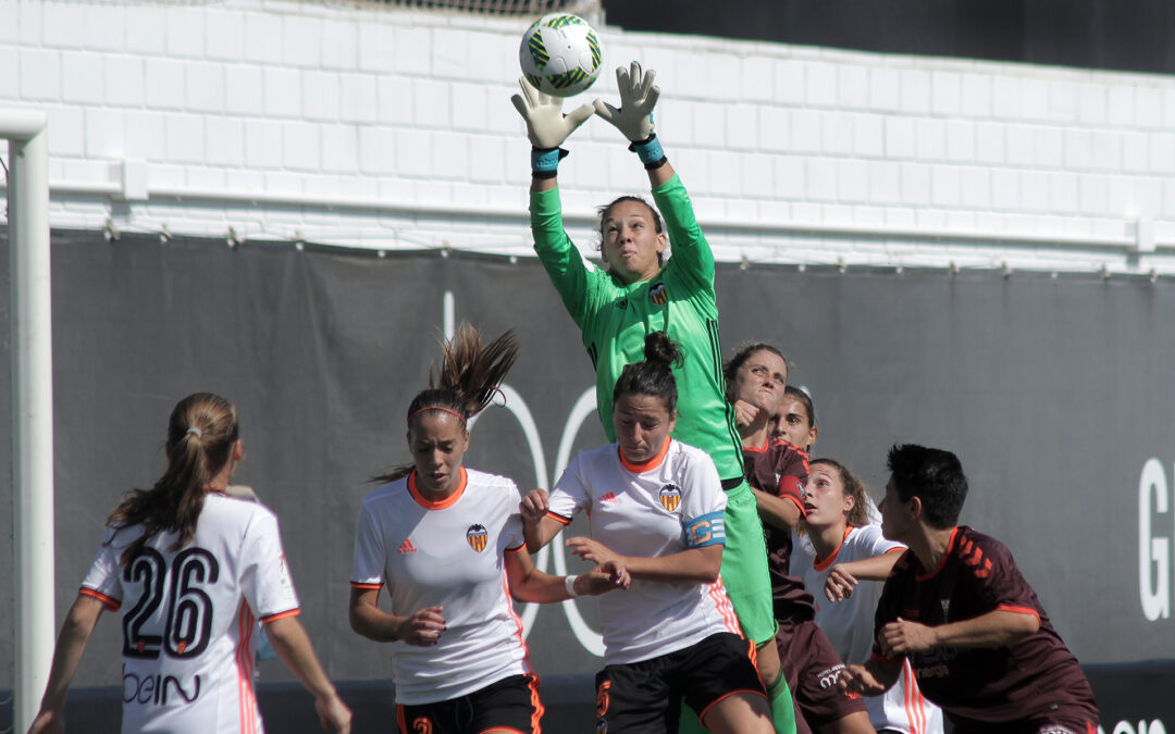 """Un cerrojo perfecto"": medio español destacó a Christiane Endler en liga española femenina"